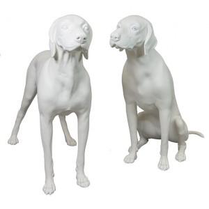 Skylthund sittande