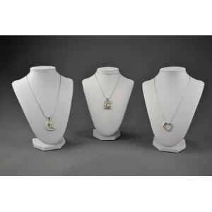 Display i konstläder för smycken, halsband m.m. Finns i tre storlekar